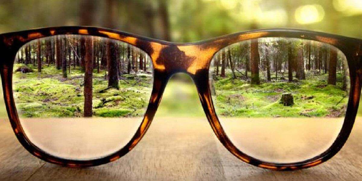 cận thị không đeo kính có sao không